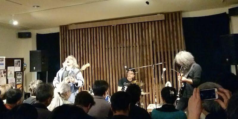 ドラム・吉田達也、ギター・河端一、ベースの各自が関わっているバンドの曲をやるっていう「JAPANESE NEW MUSIC FESTIVAL PETIT」