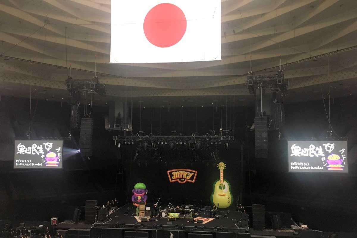奥田民生MTRY LIVE AT BUDOKANの日本武道館ステージの写真