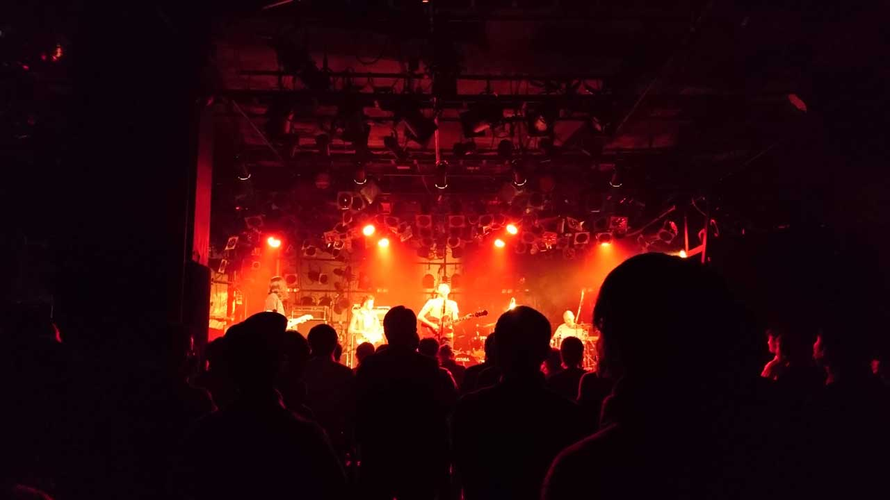 ...And You Will Know Us by the Trail of Deadの渋谷クラブクアトロ公演。前座の踊ってばかりの国