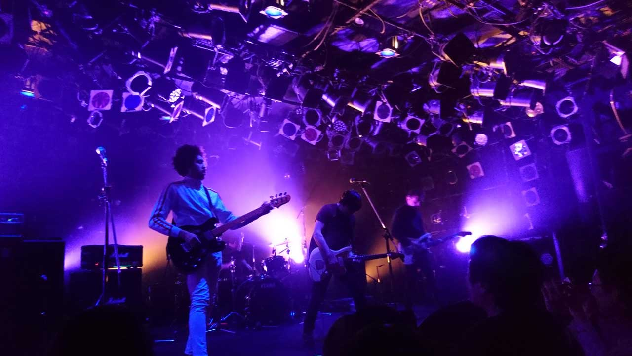 ...And You Will Know Us by the Trail of Deadの渋谷クラブクアトロ公演。ステージの様子