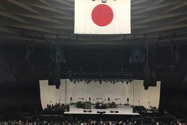 イエモンの19年ぶりのアウバム『9999』の世界最速先行試聴会at武道館のステージ