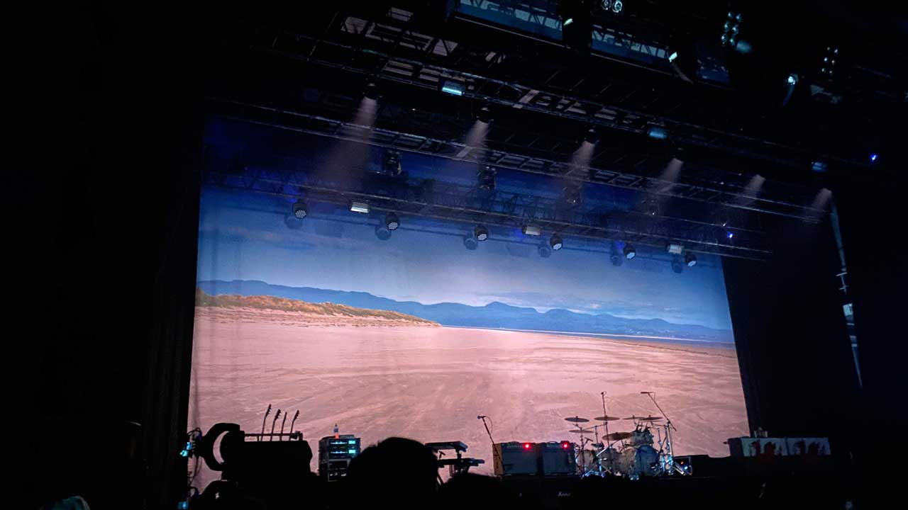 マニック・ストリート・プリーチャーズの「THIS IS MY TRUTH TELL ME YOURS」20周年記念ライブの豊洲PIT公演のバックドロップ幕