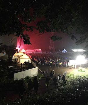 フジロック2017、Avalonの丘から見るホワイトステージ