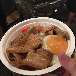 フジロック2018、前夜祭。もちぶたの豚丼温玉付き