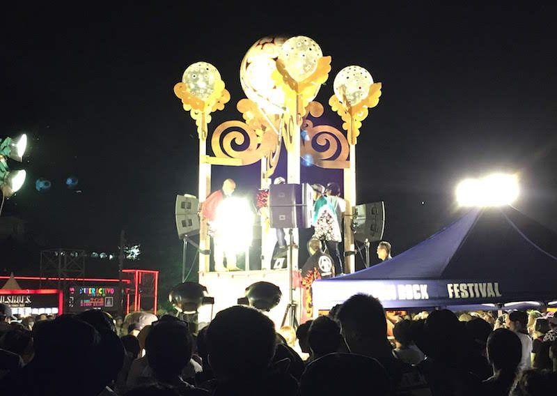フジロック2018、前夜祭名物の櫓。ここで抽選会が行われてた