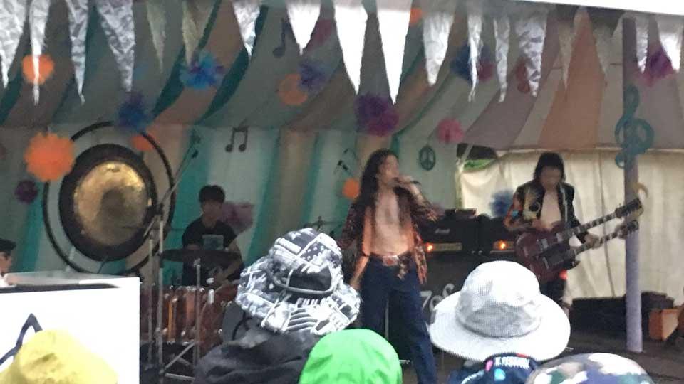 フジロック2019、初日オレンジカフェ、レッド・ツェッペリンのトリビュートバンド、CINNAMONを観た