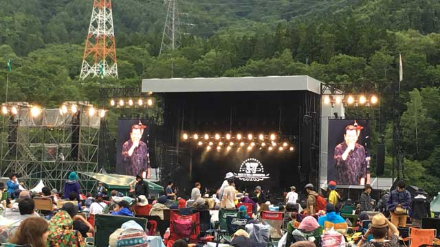 フジロック2019、初日グリーンステージ、ROUTE 17 Rock'n'Roll ORCHESTRAで加山雄三をチラ見